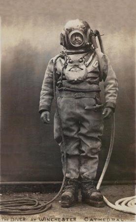1900s diving suit