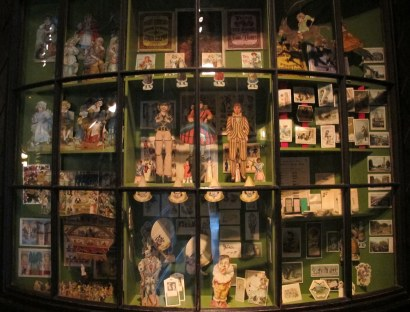 I couldn't get enough of the toys and paper cut-outs on display