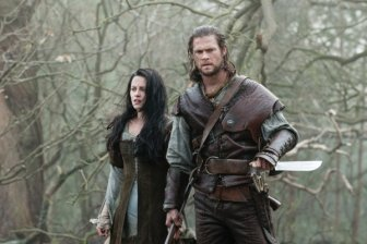Snow-White-and-Chris-Hemsworth-stars-as-The-Huntsman-in-Snow-White-and-the-Huntsman-2012